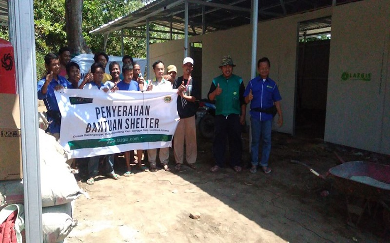 LAZGIS Serahkan Dua Shelter Semi Permanen kepada Pengungsi di Lombok Utara